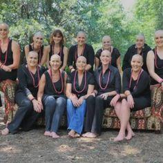 Brustkrebs: Freundinnen rasieren sich Glatze