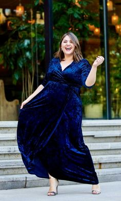 Top 15 dresses for the mother of the groom that will make you look fabulous. USA made dresses, comfortable and elegant styles and much more! Plus Size Winter Dresses, Plus Size Summer Outfit, Dress Plus Size, Plus Size Gowns, Plus Size Outfits, Curvy Fashion, Plus Size Fashion, Latest Fashion, Fashion Trends