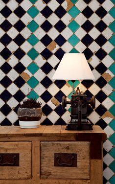 """スペインのブランドBloOmpapers(ブルームペーパーズ)。エキゾチックなモロッコタイル調の壁紙が新鮮!""""tiles of collection offers something truly historic : cover your walls with the design"""