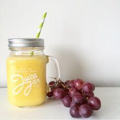 3 geperste sinaasappelen 1 geperste citroen 1/2 mango 1/2 banaan water