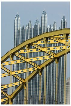 Pittsburgh's yellow bridges and their crystal castle (PPG Place) ♡