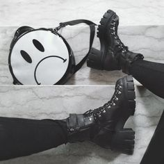 @dual_alice Black Platform Boots, Platform Shoes, All Black, Black And White, Alternative Girls, Grunge Outfits, Combat Boots, Chloe, Alice