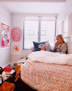 108 Lovely Girl Dorm Room Organization Ideas - Home Design Home Design, Girl Dorms, Girls Room Design, Dorm Room Organization, Organization Ideas, Dressing Room Design, Stylish Bedroom, Preppy Bedroom, College Dorm Rooms