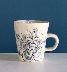 Espresso cup with flower