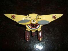 Bakelite Pin: Airplane 1930s/1940s Vintage Jewelry via www.retrowaste.com/bakelite