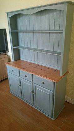 Welsh dresser, kitchen dresser, Annie Sloan paint, chabby chic. Painting Pine Furniture, Furniture Update, Diy Furniture, Dining Room Dresser, Kitchen Dresser, Home Crafts, Diy Home Decor, Decor Crafts, Dining Room Design
