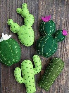 This beautiful mixed cactus garland is a little something for all the cactus lovers out there! Made using a high quality wool felt in various shades of green, hand stitched in contrasting cotton threads and lightly stuffed with hi loft toy filling, t Decoration Cactus, Cactus Craft, Cactus Centerpiece, Felt Decorations, Fabric Crafts, Sewing Crafts, Cactus Flower, Cactus Cactus, Indoor Cactus
