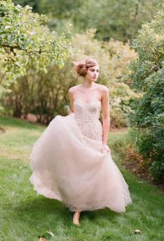 Monique Lhuillier blush wedding dress | Salt Lake/Park City Bride & Groom Magazine {Photo: Elizabeth Messina}