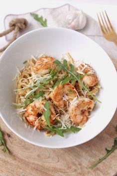 Garlic Parmesan Potatoes, Japchae, Pasta Recipes, Food Inspiration, Love Food, Food And Drink, Veggies, Menu, Healthy Recipes