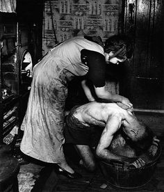 Bill Brandt Great Britain (England) century Coal-miner's Bath, Chester le Street, Durham, c. 1937 Gelatin-silver print, printed late x in. Cantor Center accession no. Bill Brandt Photography, Social Photography, White Photography, Old Pictures, Old Photos, Iconic Photos, Hepworth Wakefield, Art Careers, Social Realism