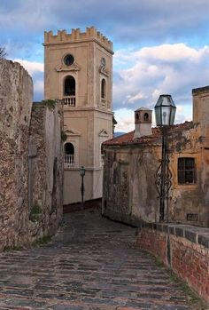 Borghi più belli della Sicilia: Savoca, Messina been here it's stunning Between Two Worlds, Around The Worlds, Palermo, Pictures Of Insects, Italy Tours, Sicily Italy, Beautiful Castles, Messina, Travel Around