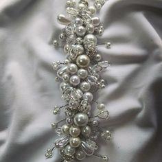 Tocado para novia Brooch, Jewelry, Fashion, Bugle Beads, Bridal Headpieces, Sequins, Gems, Hand Embroidery, Boyfriends