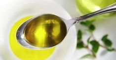 Do you know what a teaspoon of lemon and a teaspoon of cold pressed olive oil can do to your health? Buy Olive Oil, Olive Oil Hair Mask, Colon, Lack Of Energy, Cardiovascular Health, Fitness Workouts, Men's Fitness, Fresh Herbs, Health Remedies