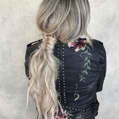 Create a perfect hairdo with the help of a braided ponytail. Remember: the first impression is always the most important one! Bad Hair, Hair Day, Love Hair, Gorgeous Hair, Pretty Hairstyles, Braided Hairstyles, Beach Hairstyles, Men's Hairstyle, Formal Hairstyles