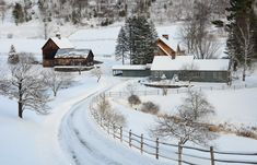 Vermont winter classic | Sleepy Hollow ... Vermont Winter, Woodstock Vermont, Architecture Art Design, New England Travel, Cottage In The Woods, Scenery Wallpaper, Country Scenes, Winter Scenes, Snow Scenes