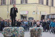 by PerugiaOnLine - IV Industrial Revolution - IV Rivoluzione Industriale @Ecodallecitta @2EWWR @EnviInfo @eHabitatit @menoRifiuti #serr2015 http://www.perugiaonline.net/societa/riduzione-dei-rifiuti-un-flash-mob-a-citta-di-castello-per-sensibilizzare-la-cittadinanza-30187/#