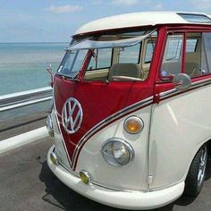 Cool Volkswagen Awesome Volkswagen Combi & Co - Combi & Co's Photos VW Check more at cars. - World Bayers Transporteur Volkswagen, Volkswagen Transporter, Vw Caravan, Bus Camper, Combi T2, T1 Samba, Combi Split, T2 T3, Kombi Home