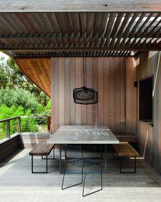Une salle à manger extérieure ouverte et couverte, salle à manger exterieur, terrace, terrasse