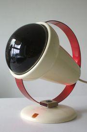 De rode lamp. Werd veelvuldig gebruikt bij o.a. ontstekeningen.  Ik heb er als kind veel baat bij gehad.