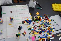 Garagem Fab Lab segue o modelo de espaços abertos onde a livre troca e execução de ideias é incentivada.