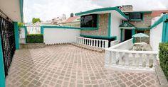 Excelente propiedad para vivir en Las Arboledas a un precio razonable. 210 metros de terreno y 200 metros construidos. 3 recamaras , 2 baños. Amplia sala y comedor, Cocina completamente equipada. Inmejorable ubicación.  Seguridad 24 hrs.  3 Cajones de estacionamiento. Precio $ 3,750,000 m.n. Negociable.  Conócela Ya!  CASA79   Solo con HABITAREAL   Tel.53702177   www.habitareal.com