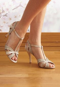 Must have glitter wedding shoes! #weddingshoes