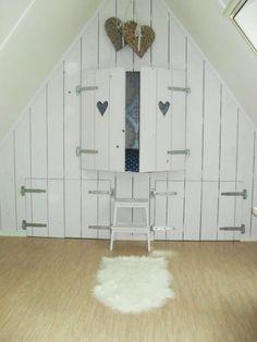 1000 images about zolder on pinterest wands attic bedrooms and beds - Kleedkamer voor mansard kamer ...