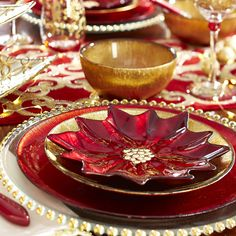 This shimmering Poinsettia Glass Salad Plate makes everything seem a little more dressed up and special for Christmas dinner.