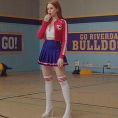 Cheryl Blossom Riverdale, Riverdale Cheryl, Riverdale Cast, Pleated Mini Skirt, Mini Skirts, Cheryl Blossom Aesthetic, Betty & Veronica, Riverdale Fashion, Riverdale Characters