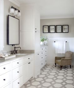 Suzie: At Home in Arkansas - Chic two tone bathroom design with two tone travertine tiles ...