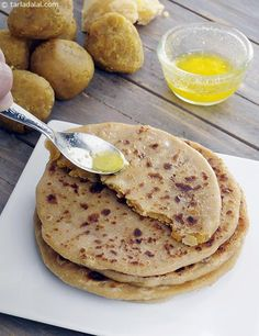 Puran Poli Gujarati Recipe How To Jain Recipes, Paratha Recipes, Gujarati Recipes, Indian Food Recipes, Gourmet Recipes, Cooking Recipes, Navratri Recipes, Snacks Recipes, Bread Recipes