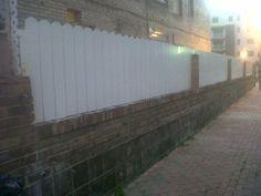 Valla de ocultación de madera color blanco- http://www.vinuesavallasycercados.com