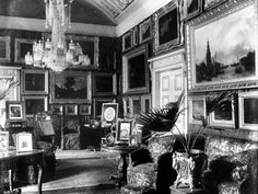 The drawing room of Apsley House in London - drawing rooms were expected to show a feminine touch Townhouse Interior, London Townhouse, Victorian London, Victorian Era, London Drawing, English Architecture, Room Of One's Own, English Castles, Drawing Rooms