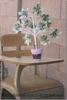 Money Tree, teacher appreciation/gift -what an awesome idea! Oragami Money, Origami Money Flowers, Origami Flower, Teacher Appreciation Gifts, Teacher Gifts, Craft Gifts, Diy Gifts, Creative Money Gifts, Gift Money