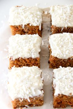 This Carrot Cake Sheet Cake Recipe with a Cream Cheese Frosting is tender, sweet and so delicious! This recipe is made with less oil than many other carrot cake recipes. Easy Desserts, Delicious Desserts, Dessert Recipes, Potluck Desserts, Yummy Food, Dessert Ideas, Dinner Recipes, Tasty, Amazing Carrot Cake Recipe