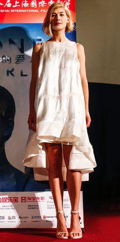 Rosamund Pike in Antonio Berardi