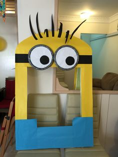 Photo booth minion frame