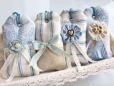 Make & Create: Lavender Sachets with Laura Ashley - That's so Gemma Lavender Crafts, Lavender Sachets, Diy Lavender Bags, Fabric Crafts, Sewing Crafts, Sewing Projects, Laura Ashley Fabric, Pillos, Sachet Bags