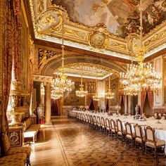 "European Royal Palaces on Instagram: ""Wishing you all a beautiful Sunday from the dining room at the Royal Palace of Madrid 👑 #europeanroyalpalaces #europeforculture #spain…"" Royal Palace, Classical Architecture, Real Madrid, Dining Room, Beautiful, Palaces, Instagram, Spain, Sunday"