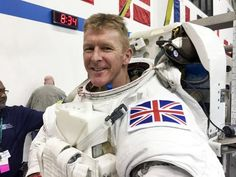 Tim Peake: Youngest son says he 'wants to go with daddy' as British astronaut leaves for launch pad | Science | News | The Independent