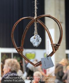 Willow Weaving, Basket Weaving, Diy And Crafts, Crafts For Kids, Arts And Crafts, Twig Art, Rustic Picture Frames, Rustic Pictures, Twig Wreath
