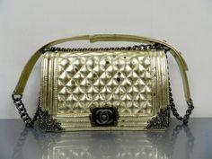 Сумка Chanel Boy Flap Bag золотого цвета с бронзовой отделкой по краям