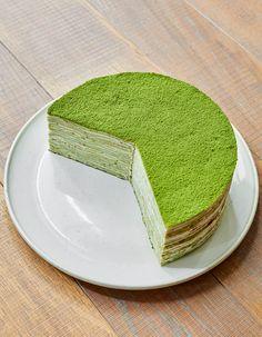 """Un dessert étoilé signé Halène Darroze.. Découvrez la préparation de la recette """"Gâteau aux crêpes matcha d'Hélène Darroze"""""""