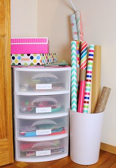 Own Gift Wrapping Station Create a perfectly functionally gift wrapping station in a space as tiny as a corner in your closet!Create a perfectly functionally gift wrapping station in a space as tiny as a corner in your closet! Scrapbook Paper Storage, Craft Paper Storage, Wrapping Paper Storage, Craft Organization, Gift Wrapping, Scrapbook Rooms, Organizing Tips, Wrapping Ideas, Tissue Paper Storage