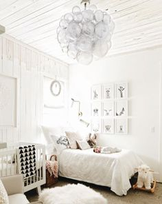 Good Not Really Minimalist, But Love The White Bedding!