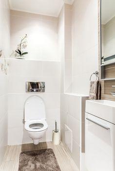 トイレ掃除に欠かせない「トイレブラシ」ですが、どうしても水分が残って不潔になりがち。これは誰もが一度は経験したことのある掃除のプチストレスですよね。今SNSで話題の無印良品「柄つきスポンジ」を使った掃除術は、そんなプチストレスを一気に解決してくれると注目を集めているんです♡