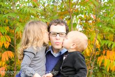 Kisses for Daddy {photography by christina ridge}