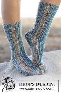 "Ocean View - Strikket DROPS sokker i ""Fabel"" med riller strikket sidelengs. Str 35-42 - Gratis oppskrift by DROPS Design"
