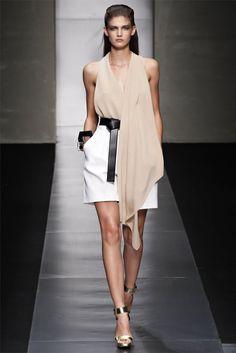 Gianfranco Ferré Spring 2012 Ready-to-Wear Fashion Show Fashion Mode, Fashion Week, I Love Fashion, Runway Fashion, High Fashion, Fashion Show, Womens Fashion, Fashion Design, Milan Fashion