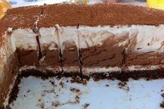 Tortul cu trei feluri de ciocolata este o reteta de tort deosebit ce merita a fi incercat cu siguranta. Cele 3 straturi de ciocolata sunt cremoase, este un tort fin pe placul iubitorilor deserturilor cu ciocolata.